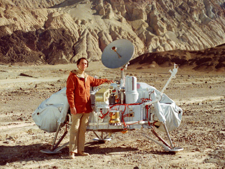 Carl Sagan with picture of Viking Lander 1970's